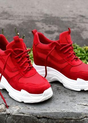 Яркие красные сникерсы кроссовки на платформе