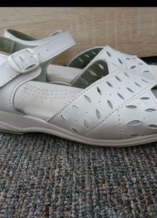 Босоножки сандалии белые