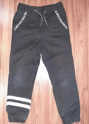 Стильные черные котоновые штаны для мальчика  reserved 128 р., 7-8 лет