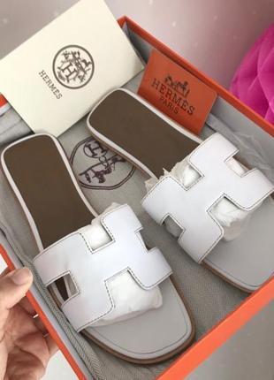 Шлепанцы белые кожаные женские брендовые