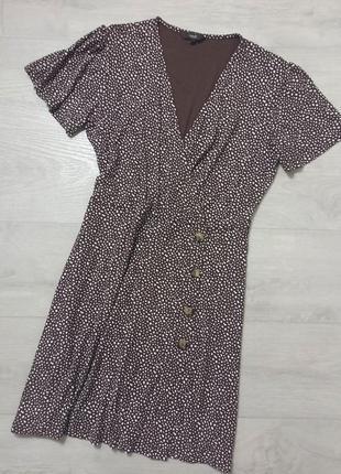 Платье с пуговками на запах