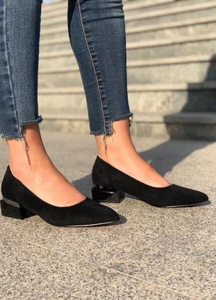 Стильные женские туфли балетки лодочки на широком небольшом каблуке эко замшевые
