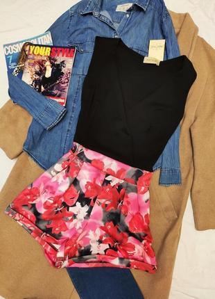 Комбинезон ромпер чёрный цветочный с шортами новый in the style