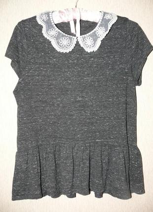 Блузка с баской и кружевным воротничком