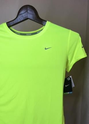 Классная женская спортивная футболка nike оригинал для спорта топ