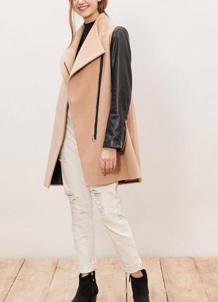 Пальто з рукавами зі шкірзаму