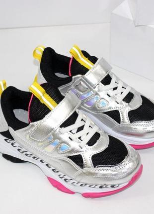 Отличные стильные кроссовки в школу