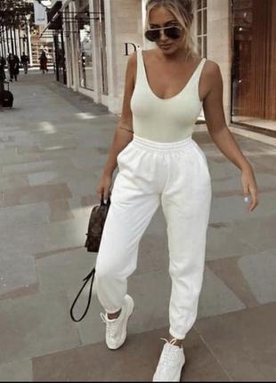 Белые штаны спортивные