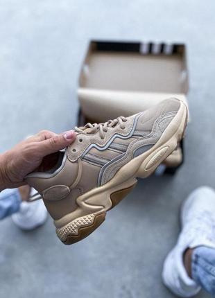 Яркие женские кроссовки adidas ozweego beige адидас