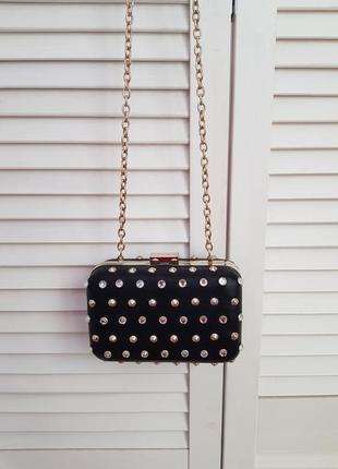Стильная маленькая сумочка в камни на цепочке mango
