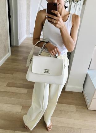 Базовая белая сумка от ermanno scervino.