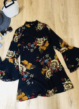 Красивое платье quiz с объемным рукавом