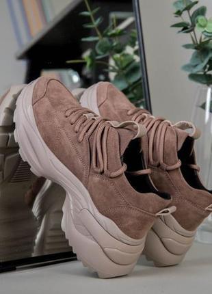 Кросовки бежевые замша. модные кросовки осень 2020