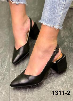 Женские кожаные туфли с открытой пяткой