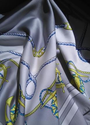 Красивый платок в морском стиле