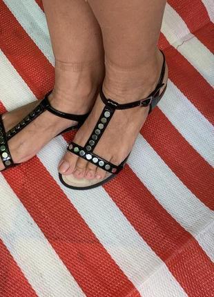 Мягкие  удобные кожаные босоножки/сандалии clarks/кожа
