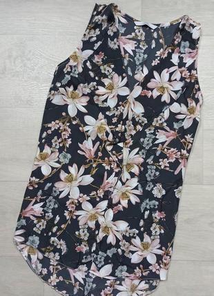 Блуза в цветы с воланами