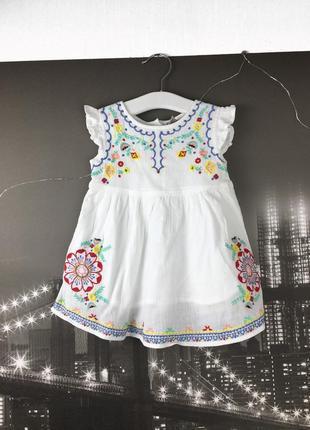 Белое платье с вышивкой на 2-3 года