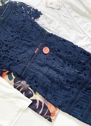 Шикарное кружевное платье chi chi london