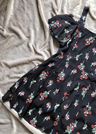 Воздушное платье на плечи в цветах
