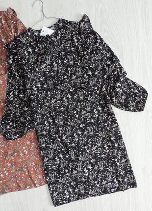 Чёрное платье до длинного рукава