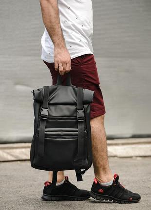 Вместительный черный мужской рюкзак ролл