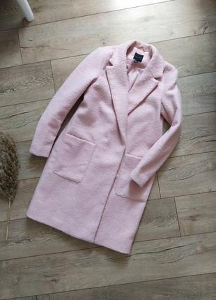 Актуальне пудрове пальто в трендову кашку