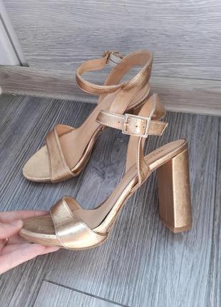 Золоті туфлі босоніжки з натуральної шкіри  від minelli