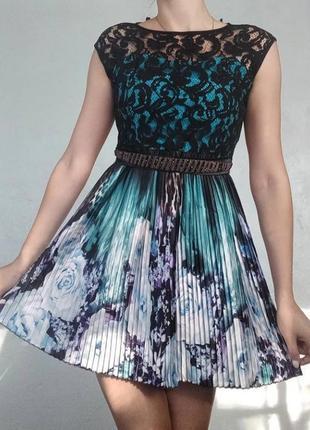 Чудесна вквіткована сукня