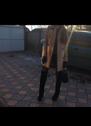 Бежевое пальто stradivarius