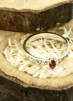 Кольцо с натуральным  рубином.