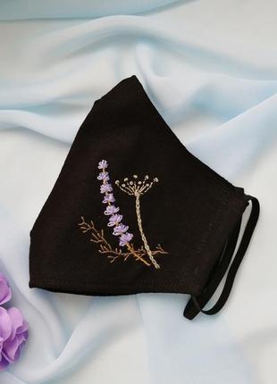 Черная хлопковая маска с ручной вышивкой травы
