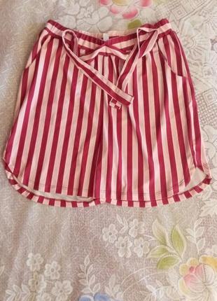 Женские шорты с карманами.
