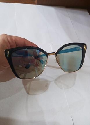 Модные солнцезащитные очки polaroid prada
