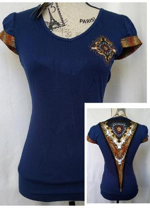 Женская футболка с красивым орнаментом
