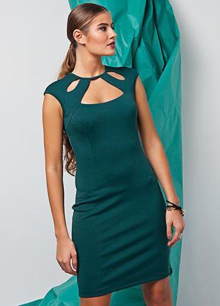 Изумрудное платье с оригинальным вырезом. новое, 50 р