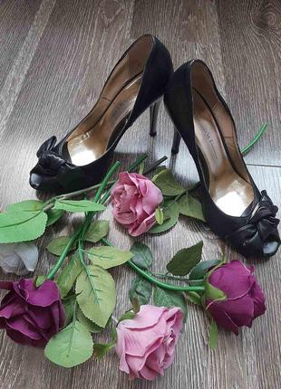 Італійські туфельки з відкриті