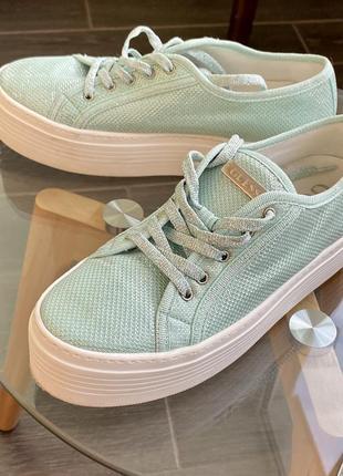 Ботиночки- кроссовки guess