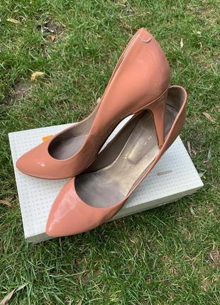 Вишукані туфлі jonak