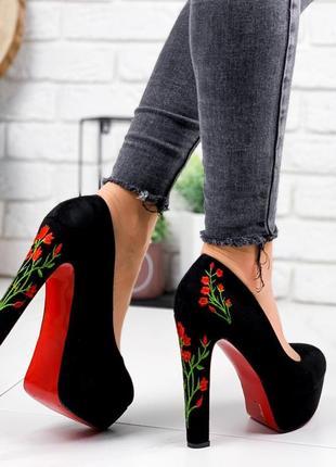 Новые женские чёрные туфли на высоком каблуке