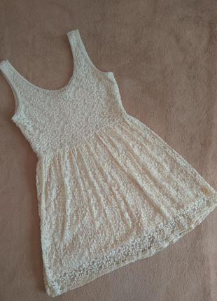 Милое  кружевное молочное  платье