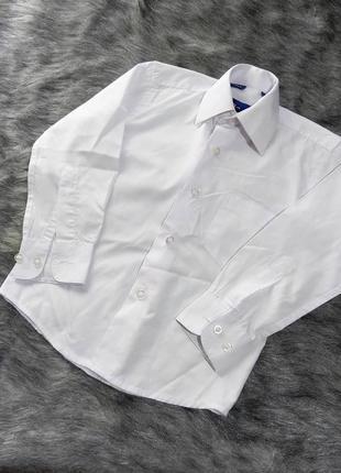 Базовая белая рубашка на мальчика