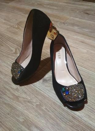 Красивый туфли