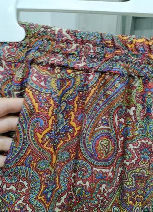 Штани на резинку,легкі та зручні,мають кишеньки