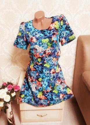 Очень красивое яркое летнее платье