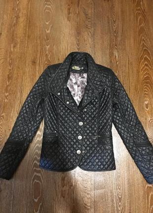 Стильная легкая весенняя стеганная курточка куртка gina bacconi
