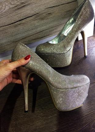 Стрипы туфли на высоком каблуке centro 40р.