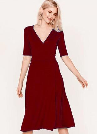 Темно-червоне плаття на запах