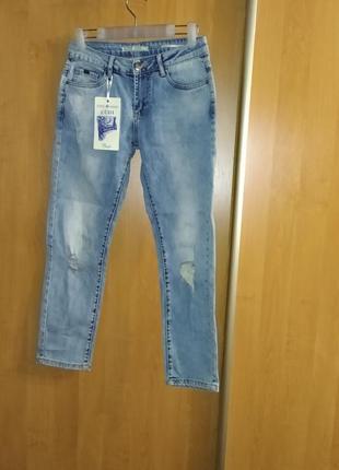 Укороченные джинсы с потертостями выше щиколотки, турция