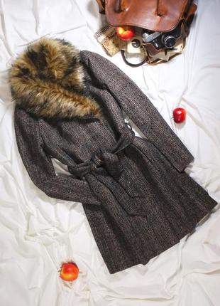 Шерстяное удлиненное демисезонное удлиненное пальто с поясом и меховым воротником